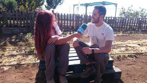 Ami entrevistando a Óscar