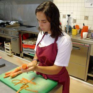 Yurena cocinando comida saludable